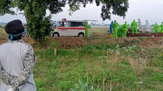 Anggota MCCC Jepara Ikut Makamkan Korban Covid-19 Sesuai SOP