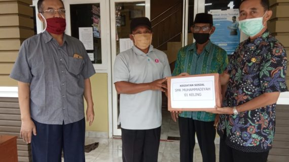 SMK Muhammadiyah 1 Keling Bantu Masker Petinggi Tulakan