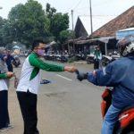 SMK Muhammadiyah 01 Keling bagikan Masker di Pasar Kelet dan Tanggulasi.