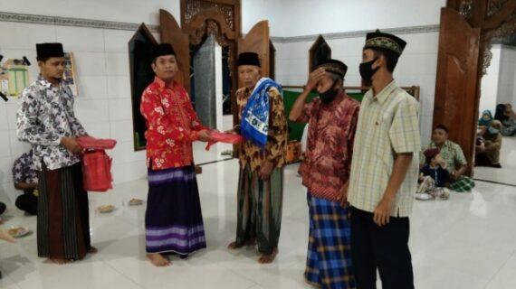 Pimpinan Cabang Pemuda Muhammadiyah Donorojo Berikan Paket Ibadah Dan Sekolah